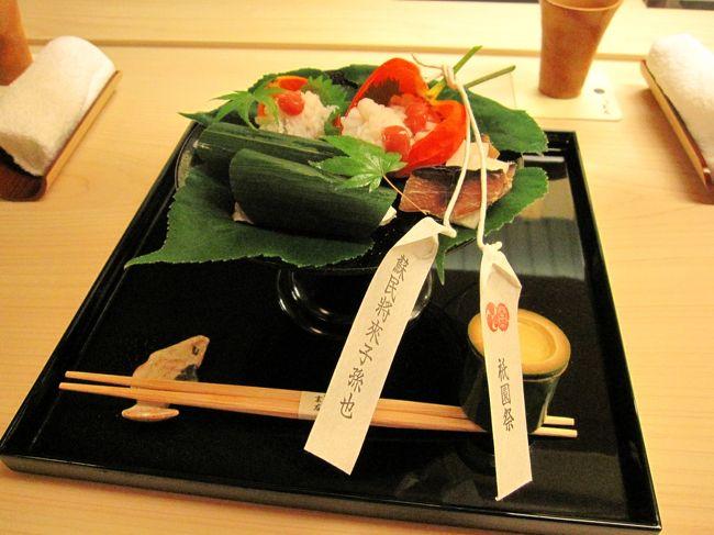 以前、ランチで訪れた『祇園 末友』。<br /><br />店主が「今度は夜に来てやぁ〜」なんて何度も言うので<br />今回、夜のお料理を楽しみに、行ってまいりました。<br /><br />あ、ちなみに前回のランチの様子はコチラ↓<br />http://4travel.jp/traveler/madogiwa/album/10325104/<br /><br /><br />今回も、ブログじゃ写真を貼るのがめんどうなんで<br />コチラで書いてまいりまする〜。<br />http://blog.goo.ne.jp/mamejiro040411