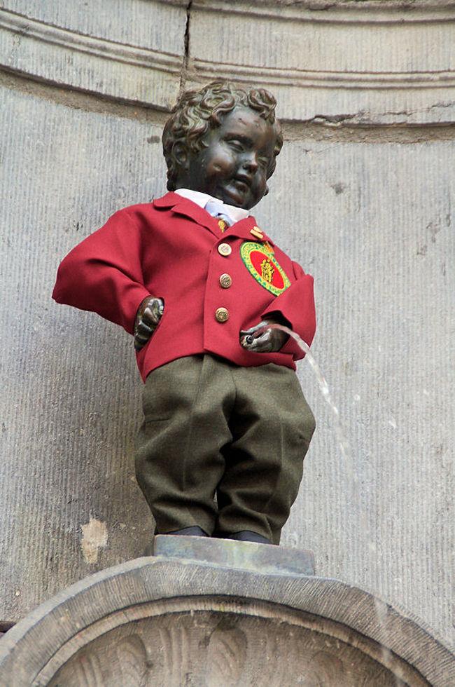 ブリュッセルで最初に訪れたのは、小便小僧と小便少女でした。小便小僧は有名ですが、小便少女まであるとは、今回の旅で初めて知りました。<br /><br />小便小僧と小便少女を鑑賞したあとは、名物ムール貝をいただきました。<br /><br />なお、このアルバムは、ガンまる日記:小便小僧と小便少女、そしてムール貝[http://marumi.tea-nifty.com/gammaru/2009/08/post-7eb3.html]とリンクしています。詳細については、そちらをご覧くだされば幸いです。