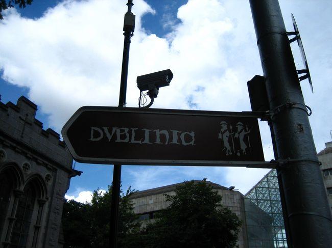 【♪ダブリンの旅行記のBGM♪】<br />http://www.youtube.com/watch?v=pDwlGbEcJ6Y <br />これしかないでしょう!<br /><br /><br />Shamrocker AdventuresのAll Ireland Rocker(7日間)でアイルランドをぐるーっと一周してきました。<br /><br />ダブリンには、そのツアーの前に2泊、ツアー後に1泊。<br /><br /><br />【費用】<br />フライト エア・リンガス バーミンガム-ダブリン:£72.98<br />(内訳:航空料金£9.99/税金+手数料£42.99/預け入れ荷物£20.00)<br /><br />Shamrocker Adventures All Ireland Rocker (7 Day):£286.67<br /><br />宿泊:95ユーロ(共和国で7泊)+£25(北アイルランドで2泊)<br /><br />飲食:約200ユーロ+£25.00(9泊10日・朝食はホステル料金に含まれる)<br /><br />観光地入場料(10箇所)&ウォーキングツアー・ブラックキャブツアー:約50ユーロ+£16.00(一部は団体割引料金)<br /><br />その他交通費:4.40ユーロ(空港-ダブリン・シティセンター間のローカルバス)<br />£14.00(バーミンガム空港まで/からの電車)<br /><br />お土産/その他:約50ユーロ+£2.00<br /><br /><br />アイルランド旅行記の続き:<br />http://4travel.jp/traveler/drywhitetoast/profile/