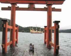 パワースポットの箱根神社と芦ノ湖の鳥居【いつもと違う景色です】