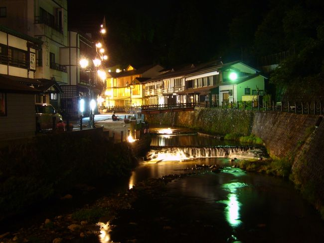 2009/8/27~29、nn回目の誕生日を兼ね、ノスタルジックな銀山温泉(山形県)から松島(宮城県)にかけてドライブ&温泉三昧の旅を満喫しました。今回泊まった宿はどちらも大正解! 山と海、古風な旅館と洗練されたホテルと、対照的なステイを楽しむことができ、また訪れたい場所となりました。<br /><br /><旅程>(◎はこの旅行記)<br />◎8/27(木)東京→(東北道・山形道経由)→銀山温泉<br />8/28(金)銀山温泉→牡鹿半島・金華山→松島<br />8/29(土)松島観光→(三陸道・東北道経由)→東京<br /><br /><宿泊><br />8/27(木)古山閣(http://www.kozankaku.com/)(一泊二食13,800円byじゃらん)<br />8/28(金)海風土(http://www.furofushi.com/)(一泊二食28,000円)