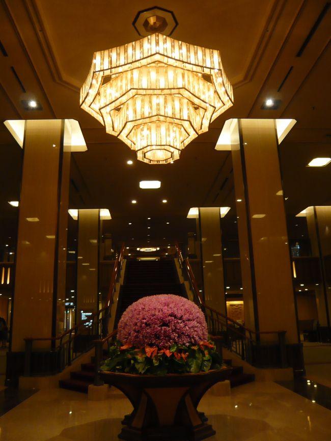 2009年の夏も終わりの声を聞く頃、東京へと旅してみました。<br /><br />泊まったホテルは、外資系の新しいホテルがひしめく東京で、約120年もの間その輝きを失わない『帝国ホテル東京』<br /><br />一度は泊まってみたかったホテルです♪<br />(*^^)v<br /><br /><br /><br />