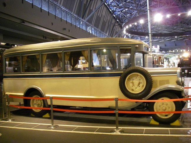 2007年10月にオープンしたばかり。<br />豊富な展示物だけでなく、運転シミュレータ、ミニ運転列車、ラーニングゾーンのさまざまな装置など、いろんな体験もできるテーマパークみたいな博物館です。<br /><br />アクセスは、JR大宮駅でニューシャトルに乗換え、一つ目の鉄道博物館駅で下車し、徒歩数分。<br /><br />開館時間は10時~18時、毎週火曜と12月29日~1月1日は休館。<br />入館料は、大人1000円、小中高生500円、幼児200円。<br />SuicaやPASMOなどのICカードで支払いOKです。<br /><br />鉄道には詳しくないのですが、それなりに長く生きて来たので、懐かしいものに出会えると嬉しくなってしまいます。