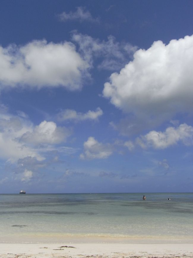 最終日は、ビーチで寝そべってのんびり。<br /><br />少しでも長く、海、空、風に触れていたいのです。