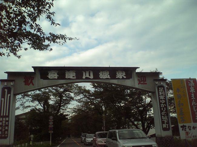 喜連川温泉に行ってきました。<br />町並みもきれいで、落ち着いた雰囲気のある温泉街でした。<br /><br />お風呂上がりに、近くの神社で夕涼み。<br />山の中腹にあり、景色もよく、涼しい風を浴びることができました。<br /><br />宇都宮市より車で一時間半。<br />近くには、道の駅「きつれがわ」あり。<br />名物「びっくりうな丼」と鮎の塩焼きに舌鼓。<br />温泉饅頭は、しっとりとした触感と落ち着いた甘さで、二重丸です。