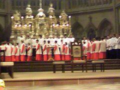 世界遺産の町で、大聖堂の少年合唱団を聞く。