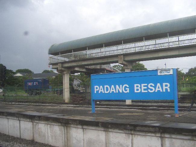 タイのハジャイからペナン島へ南下。本当は、バンコクから列車で南下したかったのですが、ストか何かでタイ国鉄は運休中。バンコク→ハジャイ間はエアアジアを利用し、そこからマレー鉄道で南下しました。