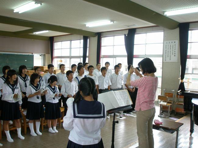 2009年09月29日(火)から10月04日(日)まで宮崎県に出かけてきました。<br /><br />滞在中は長男が留学している中学校や宮崎市内の私立の高校を見学。<br /><br />中学校での音楽の授業にて合唱の練習をする長男は、同級生にとても親切にされているようでした。<br /><br />中国延辺朝鮮族自治州と福建省での生活体験をした長男、<br />日本のよさを心から感じていることでしょう。