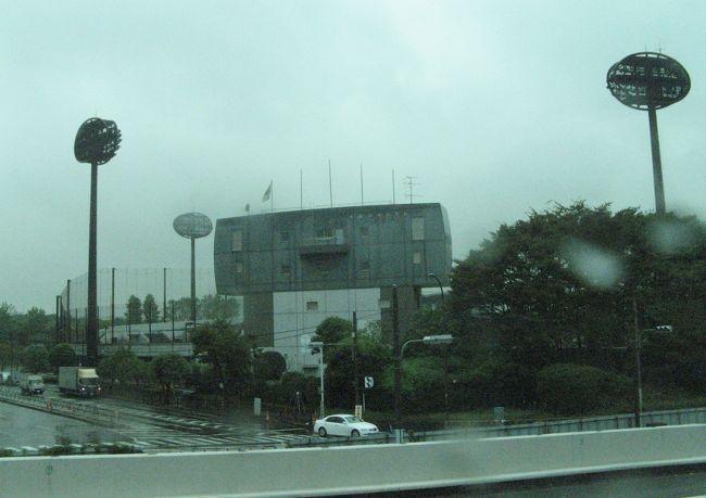大きな展示会が開催される幕張メッセ。東京モーターショーやCEATECの時に行く時が多いです。<br />今回は、京葉線ではなく横浜シティエアターミナル(YCAT)から幕張メッセ行きのバスで向かいました。<br /><br />バスの車窓の風景をお楽しみください。<br /><br />幕張と言えば、メッセよりもマリスタですかね?<br />マリスタと言えば、千葉ロッテではなく、スポニチ杯ですね。<br /><br />球春到来!スポニチ杯開幕。強風のマリスタにて。<br />http://4travel.jp/traveler/chifu/album/10317072/<br /><br />
