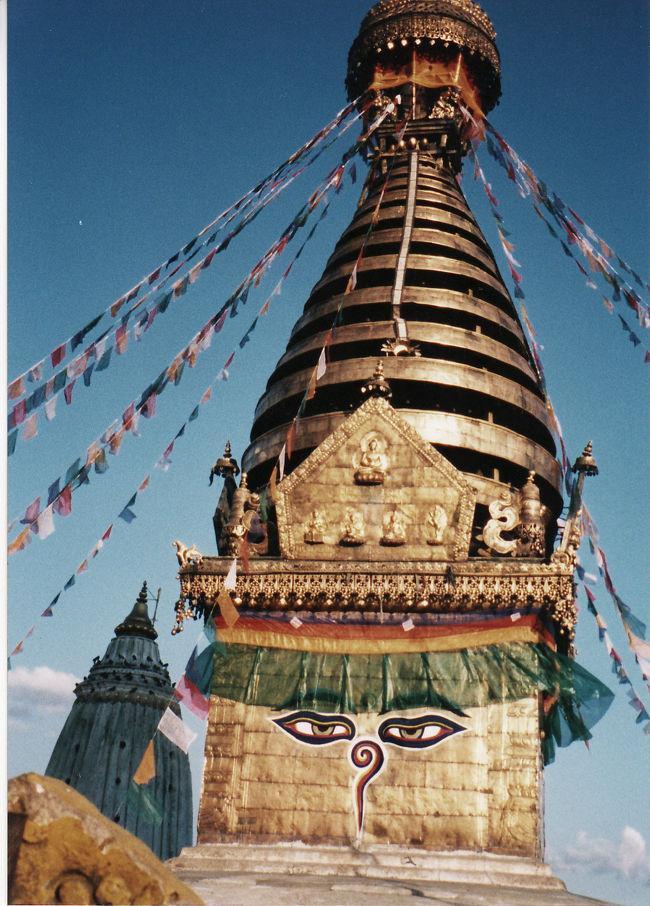 ネパール旅行の最後はカトマンズでのフリータイムです。<br />エベレスト遊覧飛行以外は予定を入れていないので、ゆっくり観光・買い物することにしていました。ヒンズー教とチベット仏教、、神様と仏様が町中に。