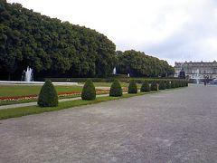 お城は、金がたくさん&シャンデリアも500kgもあった。そして湖