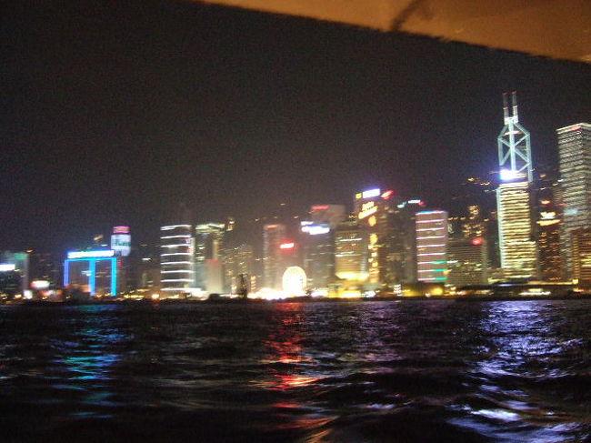 初めての海外一人旅に香港に行ってきました。<br />というのも、その後2007年のGWにイギリスに一人旅に行く予定をしていた当事、果たして一人旅できるかしら??という不安もあり、イギリス旅行の予行練習として、2泊3日で香港に行ってきたのです~。<br />ということで、現地ではひたすら街歩きです!