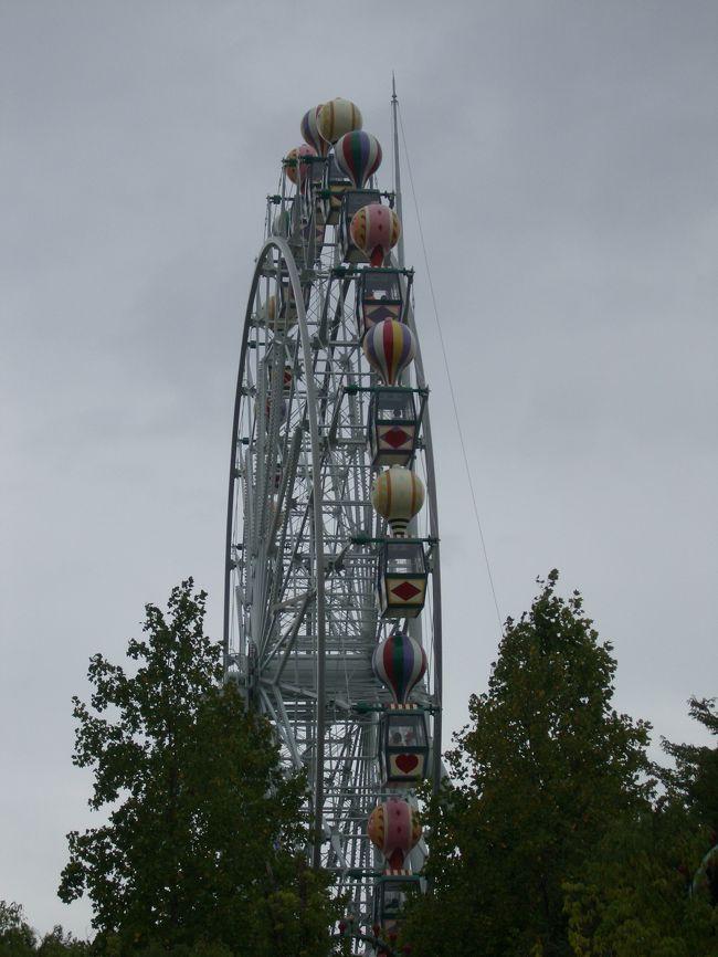 3日目。<br /><br />友人との待ち合わせは午後。<br /><br />ならば、午前中はチボリ公園へ行って遊んでしまえ〜〜〜♪<br /><br />ということで、楽しんできました。<br /><br />友人と会った後も、夜の公園で夜景を満喫☆