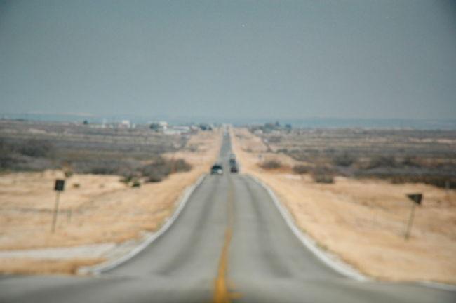 ロサンゼルスから目指すは、フロリダデイトナビーチへ<br /><br />今までの、大雨がウソだったかのような、連日の快晴で<br />インターステーツ10号の高速道路を使って、<br />ジョシュアテリーナショナルパークへ、<br />州道62号沿いで野宿して、次の日、西を目指して<br />アリゾナ州へルート60号で、西へと走りフェニックス<br />さらに西へと向かいルート60号沿いで、野宿。<br />ニューメキシコ州に入り、ホワイトサンズへ行き<br />その後、夜まで走ってUFO墜落で有名になったロズウェルへ<br />ロズウェル近郊のルート285号沿いレストエリアで野宿。<br />ルート285号南下して、カールスバットの洞窟へ<br />その後、ルート285号でテキサス州に入る<br />そして、レストエリアで野宿する。<br />