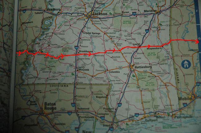 テキサス州から州道21号でルイジアナ州に入って<br />州道6号から途中で、ルート84号で東へ向かう。<br />ミシシッピー州に入ってルート84号沿いで野宿<br /><br />ルート84号で東へ、東へと向かい<br />アラバマ州へ84号沿いで、野宿<br />そして、アラバマ州のDothanの街について、<br />ハーレーのタイヤ交換をしにハーレーの店へ、<br />LAから約10日ぶりに野宿をやめて<br />モーテルを1泊して、ジョージア州へ向かった。