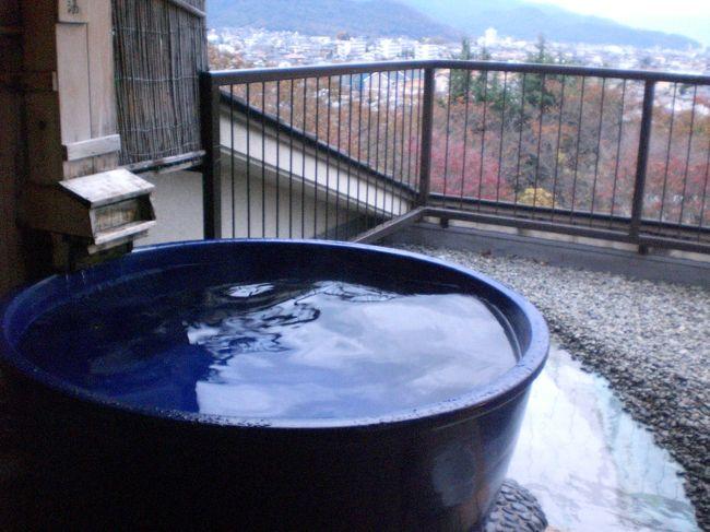 今回の宿の条件は「窓から富士山、朝夕部屋食、無料貸切露天風呂」<br />ネットで検索、口コミで評判が良い宿探し♪<br /><br />見つけました〜(^^)v<br />料金手ごろ、お料理の評判も良い(^^)v<br /><br />でも、住宅街にある温泉旅館、どうなのかな〜<br />ほんとに部屋から富士山が見えるの?<br />この料金で部屋食って、どんな料理?<br />あまり期待しない方が良いかも〜<br /><br />しか〜し<br />期待以上、料金以上、大、大満足の宿でした〜(^^)v<br />ネットで「喫煙室でもいいので、空いてたら景色の良い部屋を」とお願いしてたら、希望通りの部屋を用意してくださいました。<br /><br />従業員さんは皆さん笑顔でとても感じよく、気持ちのいい時を過ごすことが出来ました。<br />もちろん料理は大満足(^^)v<br />ランクアップのプランではなかったけれど、十分豪華な料理で、朝夕お腹いっぱいになりました。<br />手造り貸切風呂も最高(^^)v<br />夜には星空、朝は富士山みながらの温泉、感動でした!<br /><br />「ホテル神の湯温泉」http://www.kaminoyu-onsen.com/<br />リピーターが多い宿、納得です!