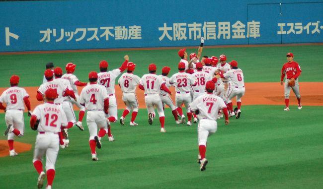 京セラドーム大阪で開催される単独チームでの日本一を目指す社会人野球日本選手権。<br />野球の話は、<br />ここ(http://chifu19.bob.buttobi.net/)とか、ここ(http://www.plus-blog.sportsnavi.com/chifu/article/382)に書きますが、グラウンド以外の「旅行」風のものは、4トラベルに書きますね。<br /><br />それにしても、いい勝ち方だったなぁ。感動して、涙が止まりませんでした。<br />日産自動車硬式野球部は、今年で休部です。最後の戦いは、立派過ぎました。<br /><br />昨年の日本選手権は、こちら。<br /><br />日産の試合は、こちら。<br />http://www.plus-blog.sportsnavi.com/chifu/article/381<br /><br />