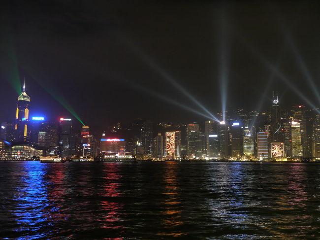 11月の三連休に、前1日にお休みを取って四連休にして、かつてからの念願だった香港へ行くことにしました。香港は家内との新婚時代の1986-87年に仕事で滞在して以来の訪問です。<br />当時は九龍と香港島を結ぶトンネルも1本(今は3本)で、空港も九龍にある啓徳空港で、そのため九龍側の建物には一律高さ制限がありました。地下鉄網であるMTRも確か整備開始段階だったように思います。今回の訪問でその変貌ぶりに驚嘆しました。<br /><br />当初、旅行代理店のパンフで申し込んでいたものの、ANAホームページの海外旅行で羽田便のものがあったので、それを申込みました。<br /><br />●旅行の行程<br />11月19日(木) 羽田20:30発の便で香港へ<br /> (強引に仕事を同僚に押しつけて会社を定時に退社して羽田に直行)<br />11月20日(金) 香港に到着0:30頃(時差日本-1時間)<br />        旺角にあるホテルに到着1:40頃<br />       ★Mai Po Nature Reserve(米埔自然護理区)で鳥見<br />                会社の営業所訪問(北角)<br />        海鮮レストランで夕食(Wanchai)<br /><br />11月21日(土)★ツアーオプションの半日観光+夜までおまかけ        8:30 ホテル地下でピックアップ<br />         (たった6名の参加でした)<br />(行程:ビクトリアピーク、アバディーン、スタンレーマーケット、レパレスベイ、スターフェリー乗船、飲茶の昼食、カオルーン城の側を通りながら黄大山の寺院へ。その後尖沙咀Tsimshatsuiに戻り、DFSで一端解散15:40頃。YODA家は18:30に夕食のためにガイドさんと待ち合わせ)<br />        16:00-18:30 YODA=九龍公園で鳥見<br />           家内=近所のアウトレットで買物<br />        18:30-17:45 北京ダックの夕食<br />        20:00-20:15 レーザーショーの夜景<br /><br />11月22日(日)★YODA・Fung Yuenで探蝶<br />        家内・ホテル近所=旺角で買い物<br />       ・16:00-17:30 アフタヌーンティー<br />(ティーのおやつでお腹いっぱいになったので、ランガム・プレイスの地下にあるスーパーでにぎりセットなどを買って夕食代わりにする)<br /><br />11月23日(月)★Lung Kwu Tanで探蝶<br />        18:00 ホテルチェックアウト<br />(荷物を預けて、足マッサージ、その後地元の人のいく海鮮レストランで夕食)<br />        22:30 空港へピックアップ<br />11月24日(火) 01:00 ANA便で羽田へフライト<br />        05:45 羽田空港着陸<br />        その後、何食わぬ顔で会社に出社。<br /><br />香港の大自然を実感できた旅行でした。<br />今回、鳥見・探蝶の他のポイントを訪問できていないので、機会があれば再訪したいです。<br /><br />画像紹介として、この前編では20日・21日の二日分を掲載します。香港での野鳥や蝶の画像は、現在鋭意整理中で、別途ブログで紹介する予定です。