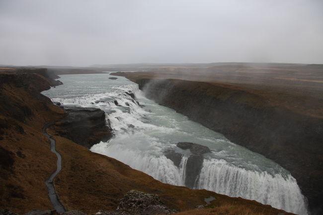 アイスランドといえばどんなに短い滞在期間でも誰しもがいくゴールデンサークル。<br /><br />そして、ゴールデンサークルよりさらに南にあるヴィークまで足を伸ばして南海岸探訪ツアーに参加してみた。<br /><br />世界で2つしかない地球の割れ目が見れるシンクヴェトリル国立公園があまりにも有名だが、アイスランドに行ってみて気づいたのが滝大国ということ。<br /><br />アイスランドを1周することができるリングロード(国道1号線)から見える無数の滝。<br />ゴールデンサークルにある大滝グトルフォスなど、滝好きにはたまらない国だ。<br /><br />ゴールデンサークルと南海岸で3つの美しい滝に出会える<br /><br />レイキャビック滞在はこちら↓<br />http://4travel.jp/traveler/yukinnko21/album/10408872/