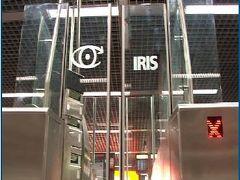 Irisのシステムで入国が楽でした