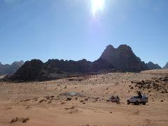 ワディ・ラムの砂漠を走る!ベドウィン・テントでランチ