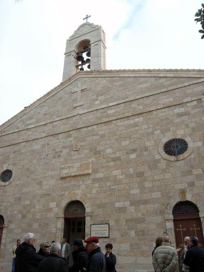 マダバの聖ジョージ教会。ここは、6世紀のパレスチナ・エジプト地方の地図である床モザイク「マダバ地図」が残る場所として有名です。マダバは、かつて「モアブ人」が住んでいたとして旧約聖書にも出てくる、由緒正しき土地。現在、ヨルダンでは割と大きな街の一つで、中級ホテルもあります。