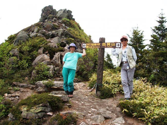 梅雨のど真ん中の6月は、雨の中、虫も多いのですが、花も多いです。雨を覚悟で出かけみて、晴れていたら最高です。6月の山は人も少なく、思いっきり自然を楽しめます。これは、そんな6月に、日本百名山の四阿山と、新日本百名山の志賀山に登ったときの写真です。 <br />