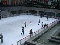 Rockefeller Center のアイスリンクも人がいっぱい