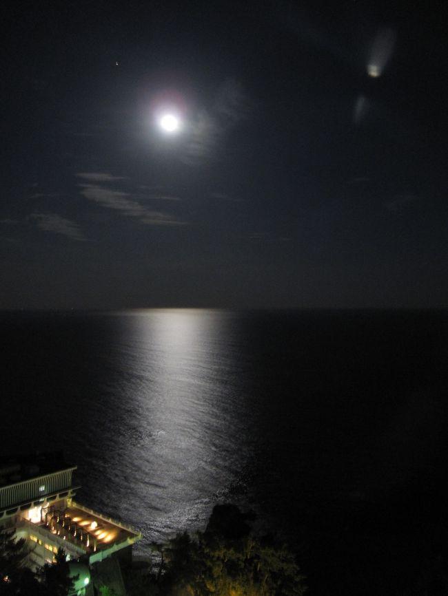 熱海:ホテルニューアカオ・ロイヤルウィングで見る月の光…