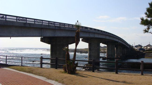 ここも地図を見れば道の駅と出ているが、売店も案内所もない公園だった。<br /><br />橋の下一帯が整備された公園。