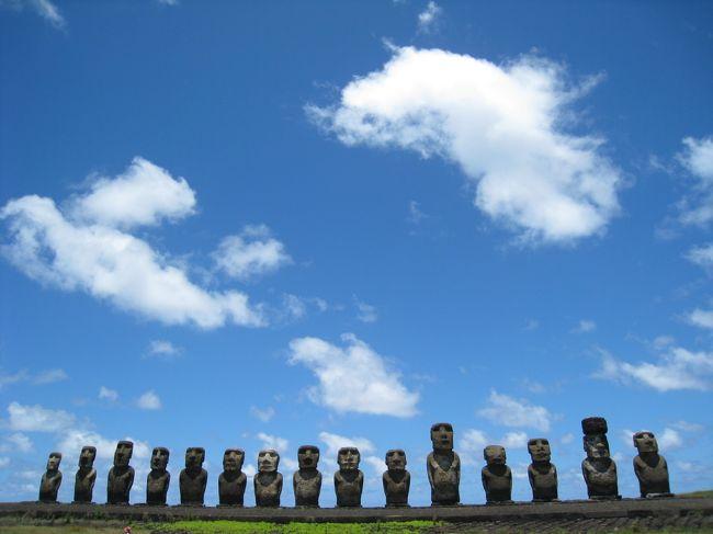 ピクニックランチの後は、いよいよ15体のモアイ像が並ぶアフ・トンガリキと、火山島のイースター島で唯一の白砂ビーチのアナケナビーチへ向かいます。