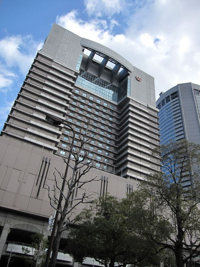 前回の大阪旅行から約1ヶ月。<br />再び大阪へ行ってまいりました。<br />今回のメインはホテルステイ!(っていつも?笑)<br /><br />2009年秋に一休comのスペシャルオファー「24」で超お値打ちプランを見つけてしまったのです。<br /><br />一休.com特別限定企画「24」<br /><br />一休.comをご利用の皆様だけにお届けする、24時間限定キャンペーン!<br /><br />帝国ホテルの伝統の味「洋夕食付」を特別料金で登場!<br />夕食&朝食をお楽しみいただけて、お一人様あたり\10,000~!<br />お部屋は、空気清浄機が完備されたリニューアルフロア<br />40平米の広さのあるスーペリア(40平米)をご用意します!<br /><br />はじめての帝国ホテルでしたが、<br />スタッフの方の対応など、すばらしい!!!<br />久々にホテルっていいなあ、と思える滞在になりました。<br />