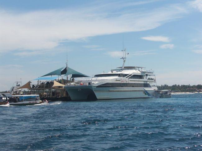 新婚旅行inバリ島②の続き...<br />バリ島もいよいよ3日目<br />朝からバリハイクルーズでレンボガン島へ行きました。<br />夜はホテルでロマンティックディナー<br />ゴージャスな気分で盛り上がります