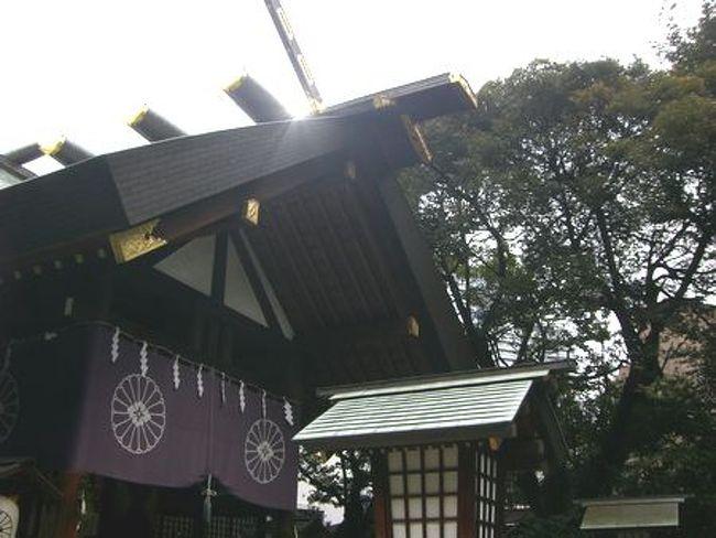 ここでお参りすると<br />彼氏ができると噂の東京大神宮へ行ってきました☆<br />http://trendy.nikkeibp.co.jp/article/column/20080205/1006765/<br /><br /><br />飯田橋のJR駅 西口から徒歩5分くらい。<br />少し肌寒い日でした。<br />でも女の子はたくさん☆<br /><br />15時くらいに行き、参拝は少し並ぶ程度。<br />結婚式もしていて白無垢の花嫁さんがいましたー!<br />