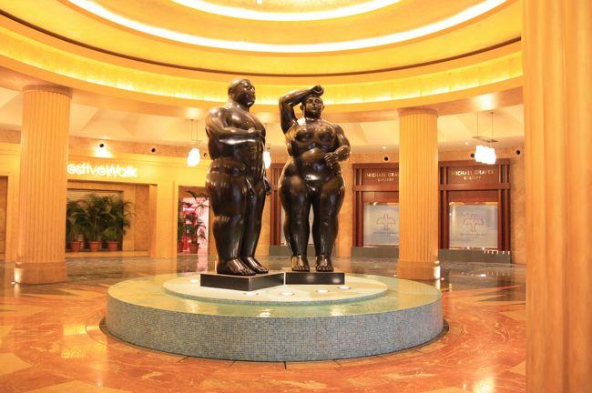 セントーサ島の総合カジノリゾート「リゾート・ワールド・セントーサ(RWS)」は、2010年1月20日、一部のホテルを開業しました。オープンしたのは、「フェスティブ・ホテル」、「ハードロック・ホテル・シンガポール」、「クロックフォーズ・タワー」、「ホテル・マイケル」の4棟で、総客室数は1340室。<br /><br />私たちは開業直後の1月25日に見学に行ってきました。<br /><br /><br />■■□□■■ シンガポール旅行 10年01月 ■■□□■■<br />http://4travel.jp/traveler/minikuma/album/10423031/