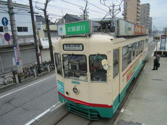 こんにちは、Westerです。<br />3か月に1,2回くらいのペースで旅行に出ています。<br /><br />◆概要<br />贅沢に周遊きっぷ(富山・高岡ゾーン)を使って北陸に行きました。<br />1日目では、大阪から富山まで「きたぐに」のグリーン車を使いました。高岡では氷見線や万葉線、富山ではライトレールや地鉄に乗車し、漫画「鉄子の旅」で登場した場所などをめぐりました。<br />特急にも乗れるので「サンダーバード」や「北越」を活用し、宇奈月温泉や和倉温泉にも行きました。<br /><br />◆行程<br />・2010年4月3日<br />大阪(急行きたぐに)→富山<br /><br />・2010年4月4日<br />富山(特急サンダーバード)→高岡(氷見線)→氷見(氷見線)→雨晴(氷見線)→伏木(徒歩)→中伏木(万葉線)→越ノ潟(富山県営渡船)→新港東口(富山地方鉄道バス)→富山(富山地方鉄道)→安野屋(富山地方鉄道)→大学前(富山地方鉄道)→富山(北陸本線)→魚津(富山地方鉄道)→宇奈月温泉(富山地方鉄道)→魚津(特急北越)→富山(富山ライトレール)→岩瀬浜(富山ライトレール)→富山(特急しらさぎ)→金沢(特急サンダバード)→和倉温泉<br /><br />◆交通費<br />周遊きっぷ 米子→金沢(7480円)<br />周遊きっぷ 富山・高岡ゾーン(4200円)<br />特急券 米子→岡山→新大阪(3460円)<br />特急券 魚津→富山(730円)<br />中伏木→越ノ潟(250円)<br />富山⇔魚津(800円)<br />新魚津⇔宇奈月温泉(1800円)<br />富山まちなか・岩瀬フリーきっぷ(800円)<br />計(1日目)19520円<br />※一部バスなどの運賃を除く