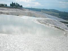 パムッカレの石灰棚と遺跡を歩いたら、温泉スパでのんびり