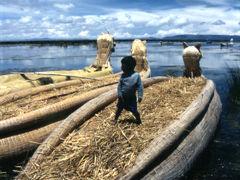 TITICACA(チチカカ湖)に浮かぶ葦の島「ウロス島」上陸物語