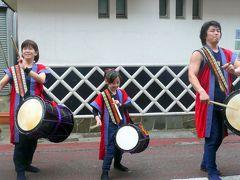 ④そこここで祭り囃子が流れる成田山新勝寺参道