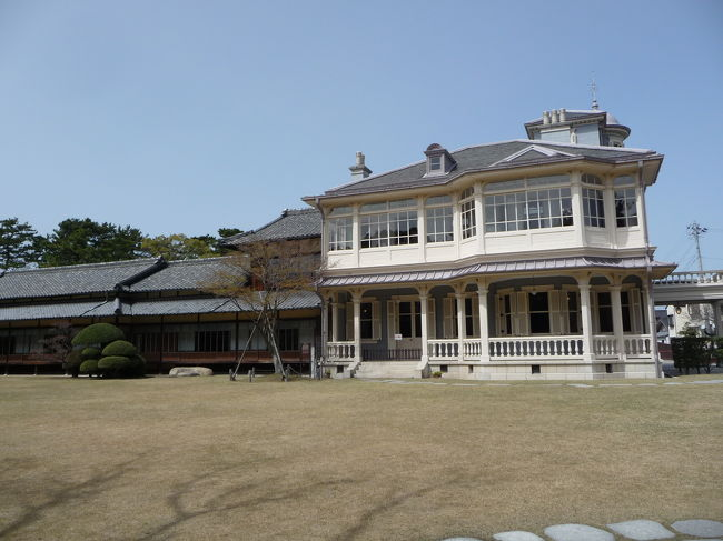 三重県北部観光の2日目は、桑名市内観光に出かけました。<br />訪れたのは、大正時代(1913年)に完成したという『六華苑』です。<br />『六華苑』の中心にある建物(二代目諸戸清六邸)は、洋館と和館がドッキングした珍しい建物で、離れや庭もかなり見応えがありました。<br /><br />桑名市観光ガイドのHP→http://kanko.city.kuwana.mie.jp/machi/rokkaen/index.html
