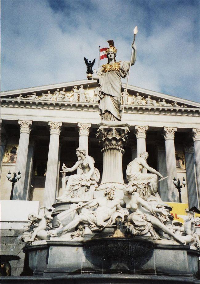 いよいよウィーンです。ホテルへ入る前にシェーンブルン宮殿へ寄りました。多分10年ぶりです。