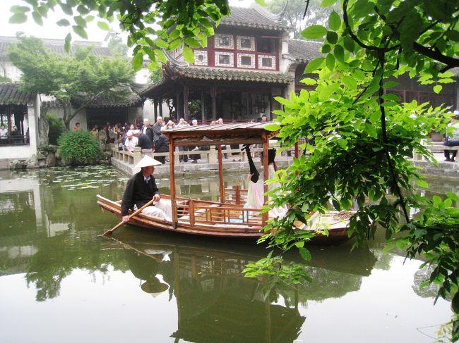 清時代の庭園。<br />池に船を浮かべ歌を謡いながら過ごす優雅な上流社会の庭園