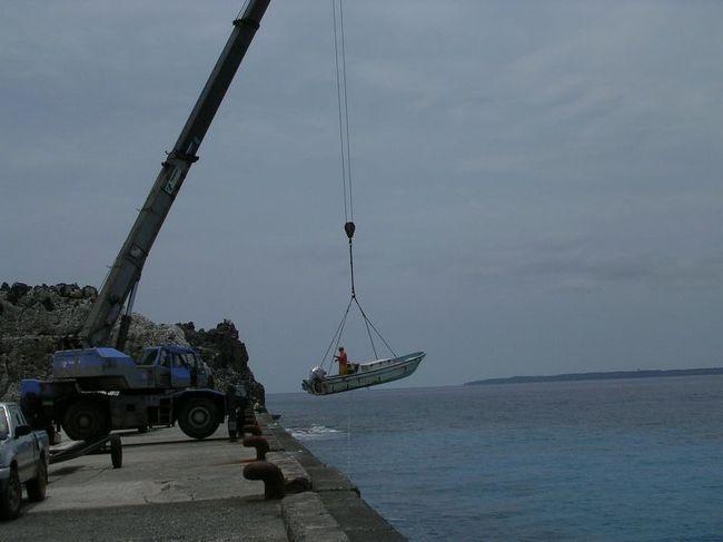 弾丸海外の旅、マニアックな国内の旅を好む私ですが、<br /><br />国内の離島も、かなり訪れています。<br /><br />今回は、2006年のGWに訪れた「北大東島&南大東島」。<br /><br />石垣島・西表島・宮古島と比較するとかなりマイナーですが、<br /><br />沖縄の東の果ての離島をご紹介します。<br /><br /><br />★離島シリーズ<br /><br />中之島(2015)<br />http://4travel.jp/travelogue/11108796<br />宝島(2015)<br />http://4travel.jp/travelogue/11108467<br />渡鹿野島(2015)<br />http://4travel.jp/travelogue/11104558<br />軍艦島(2015)<br />http://4travel.jp/travelogue/11067774<br />座間味島(2014)<br />http://4travel.jp/travelogue/11012275<br />直島(2011)<br />http://4travel.jp/traveler/satorumo/album/10563266/<br />沖縄本島(2010)<br />http://4travel.jp/traveler/satorumo/album/10475825/<br />http://4travel.jp/traveler/satorumo/album/10474837/<br />http://4travel.jp/traveler/satorumo/album/10474238/<br />石垣島(2010)<br />http://4travel.jp/traveler/satorumo/album/10474600/<br />舳倉島(2009)<br />http://4travel.jp/traveler/satorumo/album/10421387/<br />的山大島(2008)<br />http://4travel.jp/traveler/satorumo/album/10433086/<br />見島(2008)<br />http://4travel.jp/traveler/satorumo/album/10434165/<br />田代島(2008)<br />http://4travel.jp/traveler/satorumo/album/10438629/<br />神島&答志島(2007)<br />http://4travel.jp/traveler/satorumo/album/10450551/<br />小豆島(2006)<br />http://4travel.jp/traveler/satorumo/album/10470626/<br />池島(2006)<br />http://4travel.jp/traveler/satorumo/album/10471632/<br />沖縄本島(2006)<br />http://4travel.jp/traveler/satorumo/album/10470372/<br />北大東島&南大東島(2006)<br />http://4travel.jp/traveler/satorumo/album/10469581/<br />奄美大島(2002)<br />http://4travel.jp/traveler/satorumo/album/10622392/<br />父島(2001)<br />http://4travel.jp/traveler/satorumo/album/10573810/<br />与論島(2001)<br />http://4travel.jp/traveler/satorumo/album/10574236/<br />沖永良部島(2001)<br />http://4travel.jp/traveler/satorumo/album/10574247/<br />久米島(2001)<br />http://4travel.jp/traveler/satorumo/album/10574251/<br />渡名喜島(2001)<br />http://4travel.jp/traveler/satorumo/album/10575373/<br />