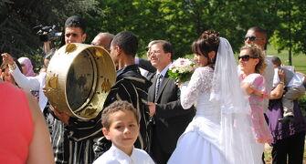 France 巴里B&Bの旅 (11/20)バガテル公園 薔薇と孔雀と結婚式 ~ミツバチばあやの冒険~