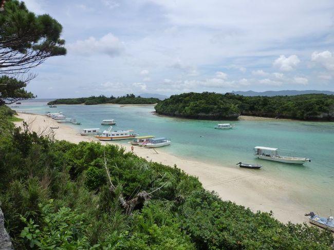 弾丸海外の旅、マニアックな国内の旅を好む私ですが、<br /><br />国内の離島もかなり訪れています。<br /><br />今回は、福岡出張のついでの「沖縄本島&石垣島」。<br /><br />沖縄は4年ぶり、石垣島はなんと18年ぶりです。<br /><br />前日、那覇で宿泊料250円の宿に1泊し、<br />http://4travel.jp/traveler/satorumo/album/10474238/<br /><br />朝一番の便で石垣島へやってきました。<br /><br /><br />★離島シリーズ<br /><br />中之島(2015)<br />http://4travel.jp/travelogue/11108796<br />宝島(2015)<br />http://4travel.jp/travelogue/11108467<br />渡鹿野島(2015)<br />http://4travel.jp/travelogue/11104558<br />軍艦島(2015)<br />http://4travel.jp/travelogue/11067774<br />座間味島(2014)<br />http://4travel.jp/travelogue/11012275<br />直島(2011)<br />http://4travel.jp/traveler/satorumo/album/10563266/<br />沖縄本島(2010)<br />http://4travel.jp/traveler/satorumo/album/10475825/<br />http://4travel.jp/traveler/satorumo/album/10474837/<br />http://4travel.jp/traveler/satorumo/album/10474238/<br />石垣島(2010)<br />http://4travel.jp/traveler/satorumo/album/10474600/<br />舳倉島(2009)<br />http://4travel.jp/traveler/satorumo/album/10421387/<br />的山大島(2008)<br />http://4travel.jp/traveler/satorumo/album/10433086/<br />見島(2008)<br />http://4travel.jp/traveler/satorumo/album/10434165/<br />田代島(2008)<br />http://4travel.jp/traveler/satorumo/album/10438629/<br />神島&答志島(2007)<br />http://4travel.jp/traveler/satorumo/album/10450551/<br />小豆島(2006)<br />http://4travel.jp/traveler/satorumo/album/10470626/<br />池島(2006)<br />http://4travel.jp/traveler/satorumo/album/10471632/<br />沖縄本島(2006)<br />http://4travel.jp/traveler/satorumo/album/10470372/<br />北大東島&南大東島(2006)<br />http://4travel.jp/traveler/satorumo/album/10469581/<br />奄美大島(2002)<br />http://4travel.jp/traveler/satorumo/album/10622392/<br />父島(2001)<br />http://4travel.jp/traveler/satorumo/album/10573810/<br />与論島(2001)<br />http://4travel.jp/traveler/satorumo/album/10574236/<br />沖永良部島(2001)<br />http://4travel.jp/traveler/satorumo/album/10574247/<br />久米島(2001)<br />http://4travel.jp/traveler/satorumo/album/10574251/<br />渡名喜島(2001)<br />http://4travel.jp/traveler/satorumo/album/10575373/<br />