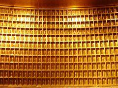 ギネス記録の巨大大仏 荘厳な宗教施設か、ユルユルB級スポットか(大仏胎内潜入編)