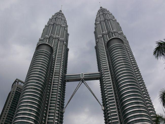 少し早く休みを取ってのGW。<br /><br />4月25日から5月5日までの11日間のマレーシアへの旅。以前放送された大沢たかお主演のテレビドラマ「深夜特急 マレーシア編」のつもりでマレーシアへと向かった。<br /><br />日程は、<br /><br />4月25日 日本→ソウル経由でマレーシア クアラルンプール<br />4月26日 ペナン島<br />4月27日 ペナン島<br />4月28日 ペナン島<br />4月29日 ペナン島→クアラルンプール→マラッカ<br />4月30日 マラッカ<br />5月 1日 マラッカ<br />5月 2日 マラッカ→クアラルンプール<br />5月 3日 クアラルンプール<br />5月 4日 クアラルンプール 深夜→ソウル<br />5月 5日 ソウル→日本<br /><br />今回は、クアラルンプール 1日目。<br /><br />長編旅行記は、こちら↓<br /><br />  http://www.geocities.jp/ash_la_pon/malaysia2010-date.htm <br />