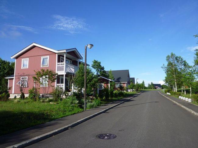 "「B級でマイナー」というと失礼かもしれませんが、<br /><br />あまり一般的にメジャーではない観光地も全国にはたくさんあります。<br /><br />今回は、北海道の当別町にあるスウェーデンヒルズ。<br /><br />北欧風の建物が建ち並んでいる地域です。<br /><br />「北海道&東日本パス」を使用して、訪問してみました。<br /><br /><br /><br />★「B級でマイナーな観光地」シリーズ<br /><br />荒川ロックゲート(東京)<br />http://4travel.jp/travelogue/10438358<br />鮮魚列車&日本一短い商店街(大阪)<br />http://4travel.jp/travelogue/10420078<br />鹿嶋まつり&鹿島臨海鉄道鹿島臨港線(茨城)<br />http://4travel.jp/travelogue/10623562<br />鳴海球場跡(愛知)<br />http://4travel.jp/travelogue/10416547<br />西寺跡(京都)<br />http://4travel.jp/travelogue/10467065<br />「戸(へ)」のつく街めぐり(青森&岩手)<br />https://ssl.4travel.jp/tcs/t/editalbum/<br />関西電力黒部専用鉄道""上部軌道""(富山)<br />http://4travel.jp/travelogue/10535489<br />嘉穂劇場(福岡)<br />http://4travel.jp/travelogue/10536327<br />遊楽部川の鮭の遡上(北海道)<br />http://4travel.jp/travelogue/10555940<br />石見神社&白鳥城(兵庫)<br />http://4travel.jp/travelogue/10421611<br />西武秩父線のローカル駅(埼玉)<br />http://4travel.jp/travelogue/10441164<br />深谷駅&さきたま古墳&あついぞ!熊谷(埼玉)<br />http://4travel.jp/travelogue/10439881<br />内之浦&宮之城&藺牟田池(鹿児島)<br />http://4travel.jp/travelogue/10470926<br />京都一条妖怪ストリート(京都)<br />http://4travel.jp/travelogue/10565267<br />町田リス園(東京)<br />http://4travel.jp/travelogue/10416970<br />靭(うつぼ)公園(大阪)<br />http://4travel.jp/travelogue/10420097<br />士幌線廃線跡(北海道)<br />http://4travel.jp/traveler/satorumo/album/10440854/<br />氷のトンネル(北海道)<br />http://4travel.jp/travelogue/10606410<br />日本最北のマクドナルド&地吹雪の抜海駅(北海道)<br />http://4travel.jp/travelogue/10431780<br />""ののちゃん""と""タブチくん""のふるさと・玉野(岡山)<br />http://4travel.jp/travelogue/10563273<br />立山砂防軌道&立山カルデラ(富山)<br />http://4travel.jp/travelogue/10533323<br />日本一の長寿村&塩川&喜屋武岬(沖縄)<br />http://4travel.jp/travelogue/10470372<br />伊勢崎西部公園(群馬)<br />http://4travel.jp/traveler/satorumo/album/10723218<br />長浜大橋(愛媛)<br />http://4travel.jp/travelogue/10450812<br />くりはら田園鉄道乗車会(宮城)<br />http://4travel.jp/travelogue/10620825<br />塩田津&八本木宿&浜金屋&筑後川昇開橋(佐賀)<br />http://4travel.jp/travelogue/10468519<br />モエレ沼公園&宮島沼&777段ズリ山階段(北海道)<br />http://4travel.jp/travelogue/10462083<br />"