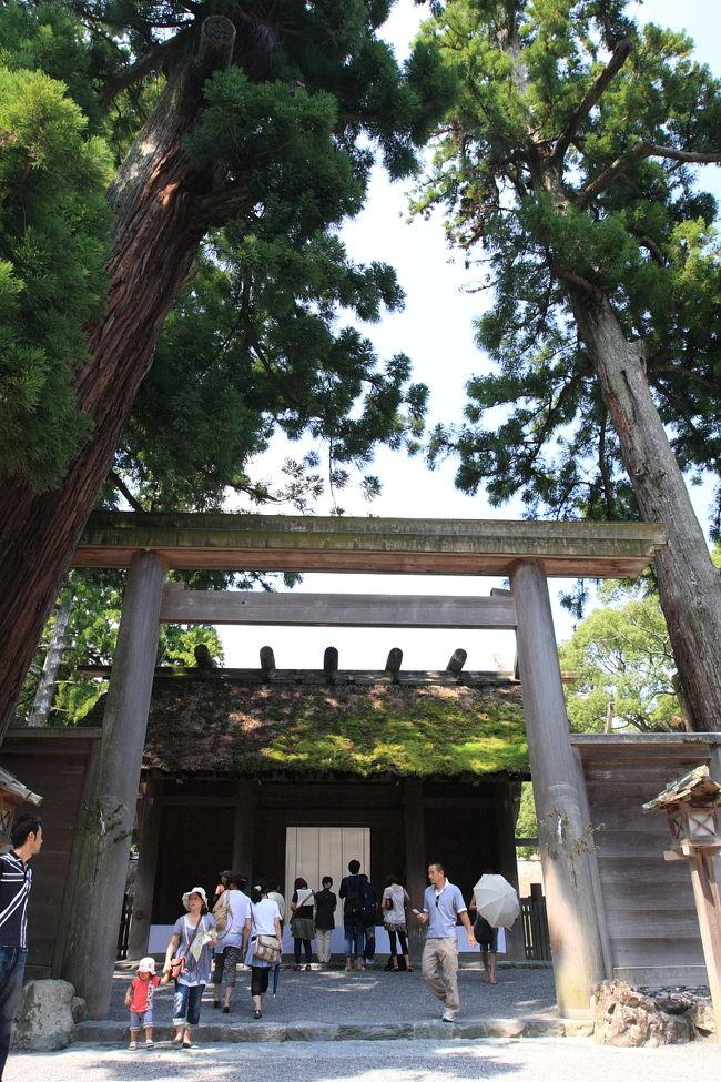 紀伊半島を半周、大阪を出発し、熊野・伊勢にあるとびきりのパワースポットを巡ってきました。<br />3日目は、熊野→伊勢への移動、午後は通称伊勢神宮外宮へ参拝してまいりました。<br /><br />□1日目:熊野へ移動、熊野大花火<br />□2日目:くじらの博物館、熊野本宮大社、那智の滝<br />■3日目:伊勢へ移動、伊勢神宮外宮 他<br />□4日目:伊勢神宮内宮、猿田彦神社 他<br />□5日目:志摩の國一の宮 伊射波神社、鳥羽水族館 他