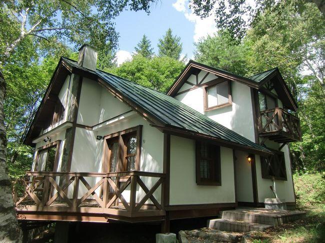 8月下旬、私は1人でホテルアンビエント蓼科のコテージに1週間(7泊)滞在して高原生活を満喫してきた。今年(2010年)の夏は異常に暑く、お盆を過ぎても都会では猛暑続き。よって、標高1500mの森の中にある別荘生活は想像以上に涼しく快適に過ごせた。<br />写真:私のお気に入りのコテージ<br /><br />私のホームページ『第二の人生を豊かに―ライター舟橋栄二のホームページ―』に旅行記多数あり。<br />http://www.e-funahashi.jp/<br />
